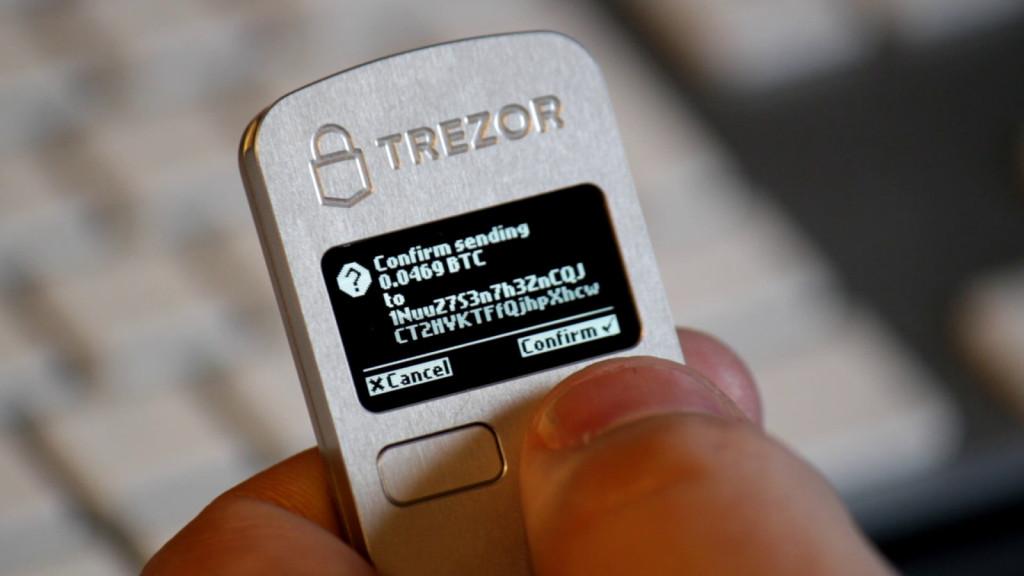 trezor-bitcoin-penazenka